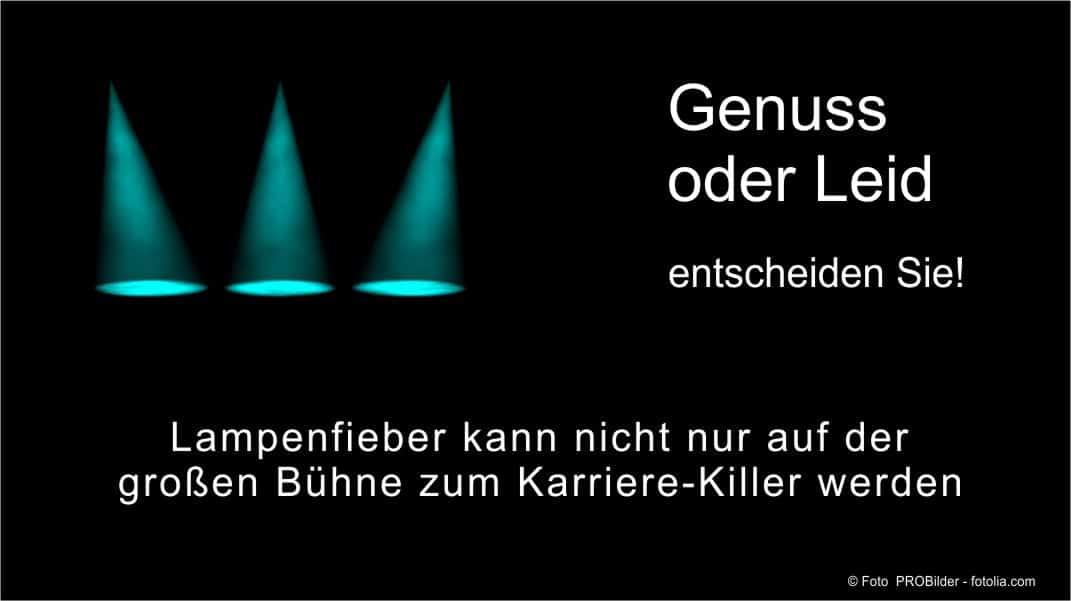 Lampenfieber wird als Anspannung vor einem Auftritt definiert.